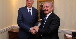 اشتية خلال لقاء وزير الدولة للشؤون الخارجية الألماني نيلز أنين.jpg