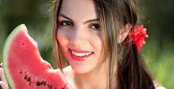 pretty-young-woman-eating-watermelon_774444_original.jpg