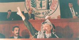 الرئيس الفلسطيني الراحل ياسر عرفات لحظة إعلان الاستقلال