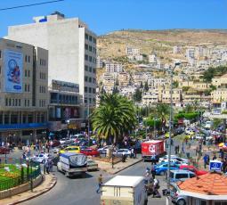 رمضان وتخفيف الإجراءات يعيدان الحيوية لشوارع نابلس