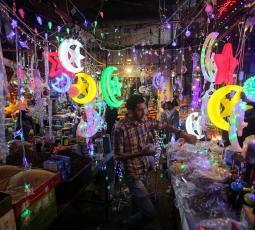 رمضان.. أسواق حذرة وفرحة غائبة