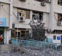 قصف عيادة الرمال وسط قطاع غزة