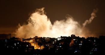غزة تحت القصف.jpg