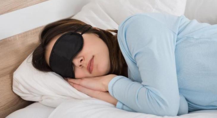 woman-sleeping-with-sleep-mask-2102018.png