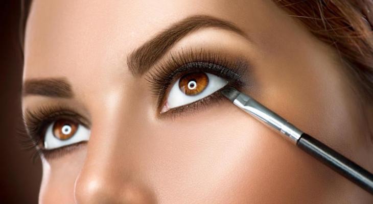 خطوات رسم كحل لتكبير العيون.jpg