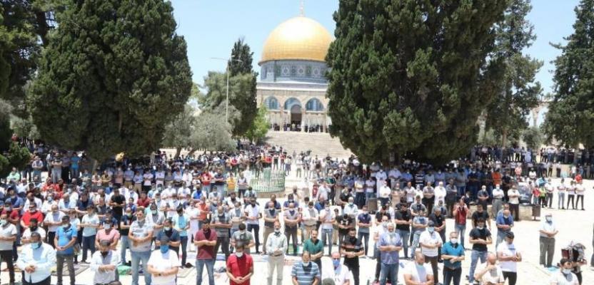 15 ألف مصل يؤدون صلاة الجمعة بالمسجد الأقصى