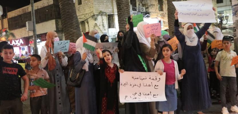 وقفة نسائية وسط نابلس دعمًا لغزة