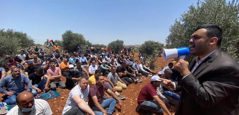 صلاة الجمعة فوق جبل صبيح جنوبي نابلس احتجاجًا على الاستيطان