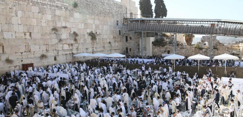 آلاف المستوطنين يؤدون صلوات