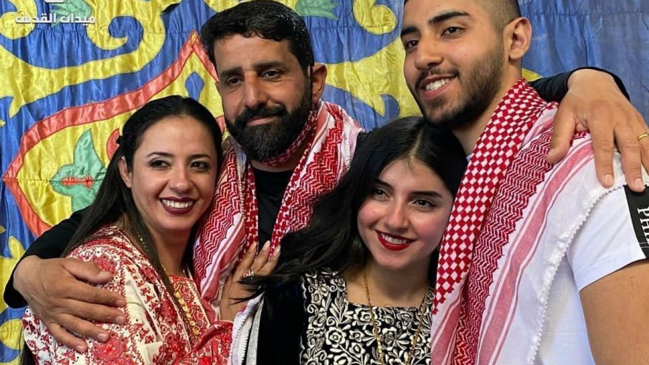 مجد بربر وعائلته.jpg